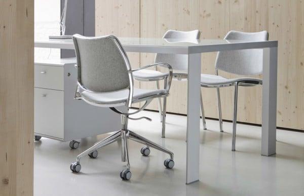 Vista lateral mesa Deneb en despacho