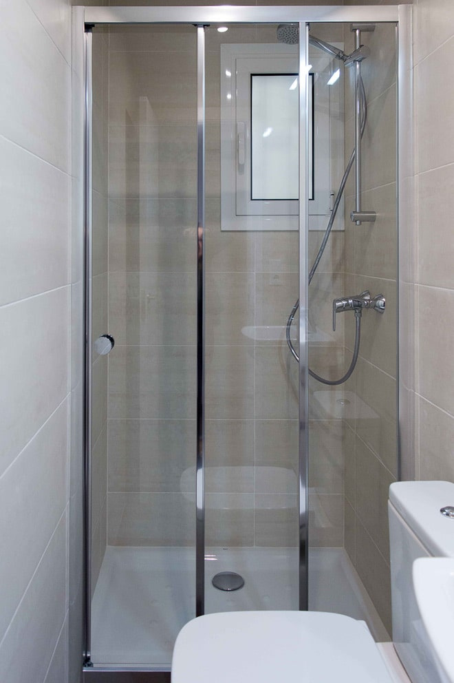 Detalle mampara baño secundario