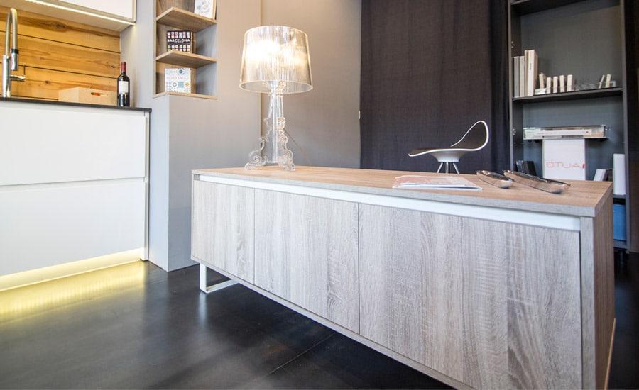 Mueble bajo office interiorismo exposición Aram Interiors