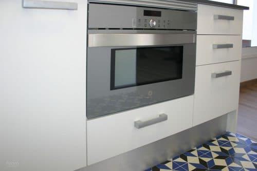 Cocina detalle horno microondas Balay