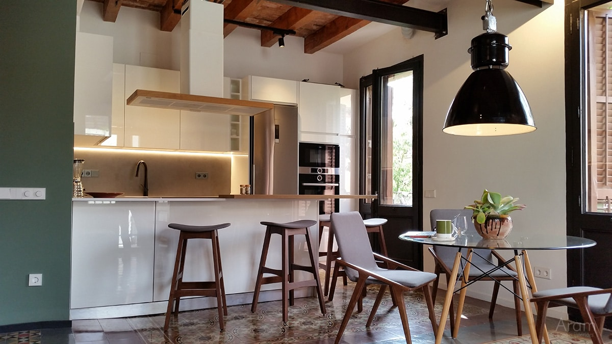 Reforma cocina abierta al comedor en gracia barcelona for Reforma cocina abierta al salon