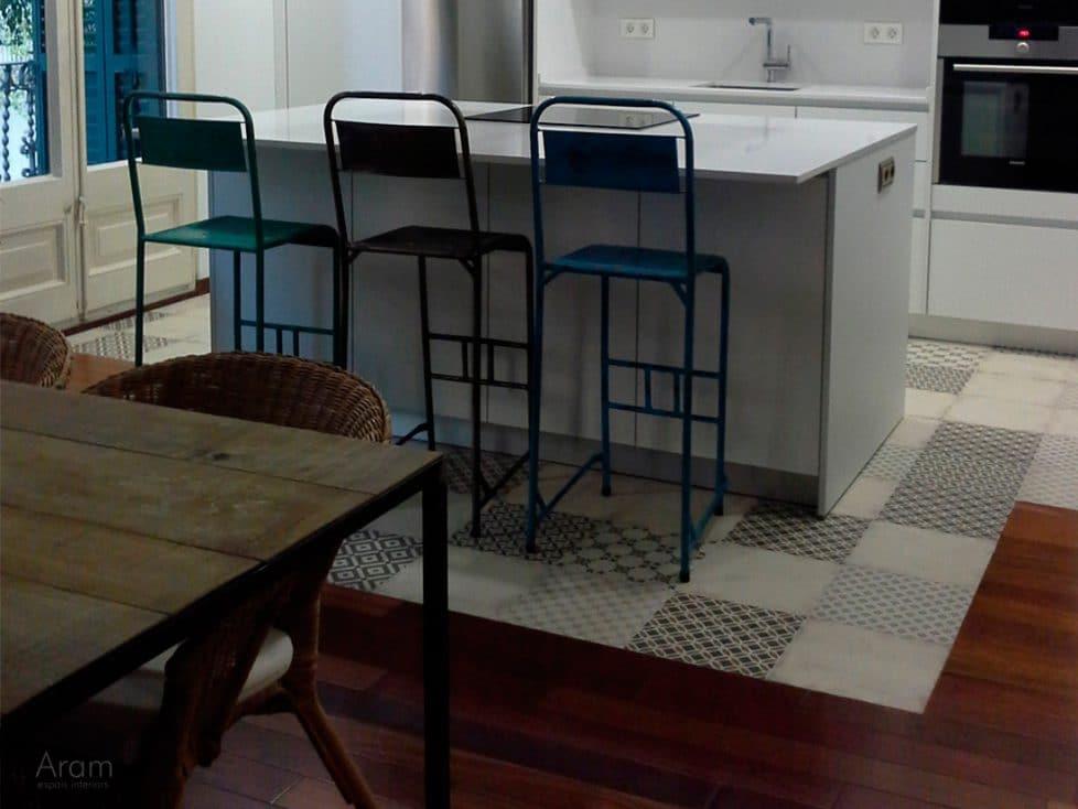 Detalle pavimento hidraulico cocina Eixample, Barcelona
