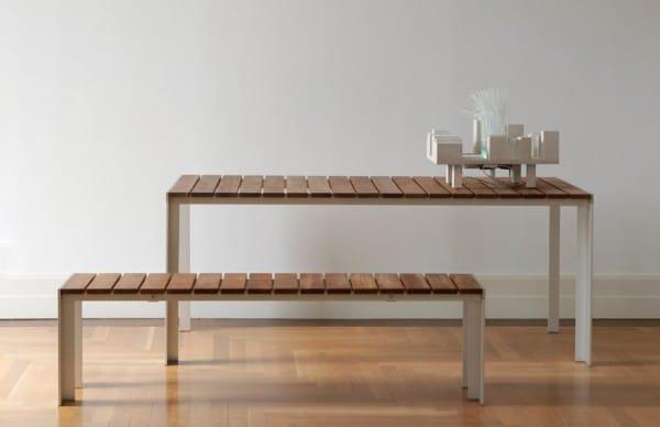 Mesa y banco en madera