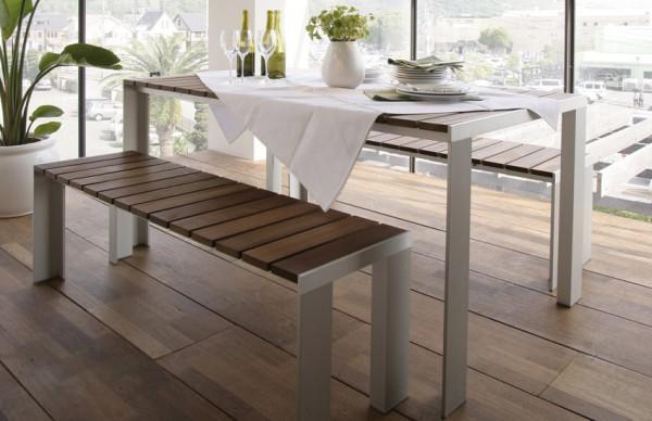 Detalle mesa y banco en madera