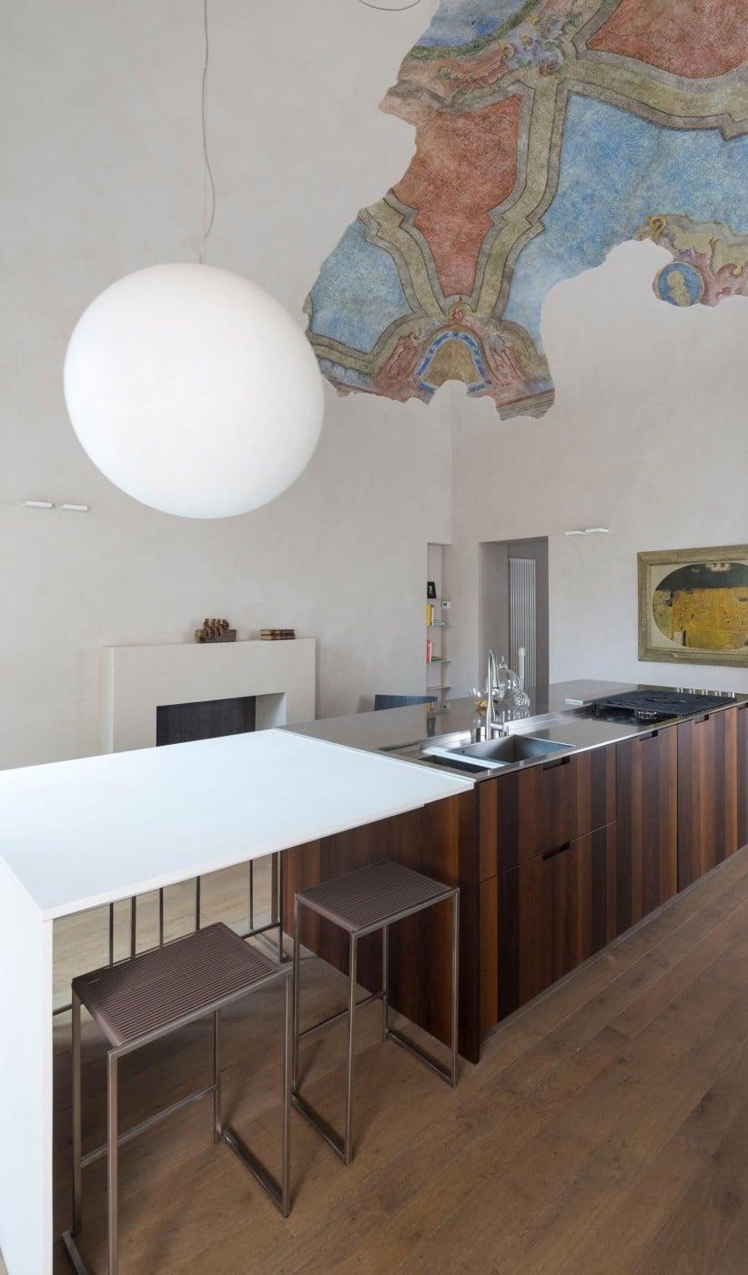 Zona isla de cocina con fresco a la vista