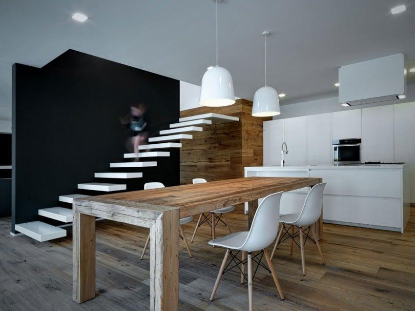 Vista cocina y escalera