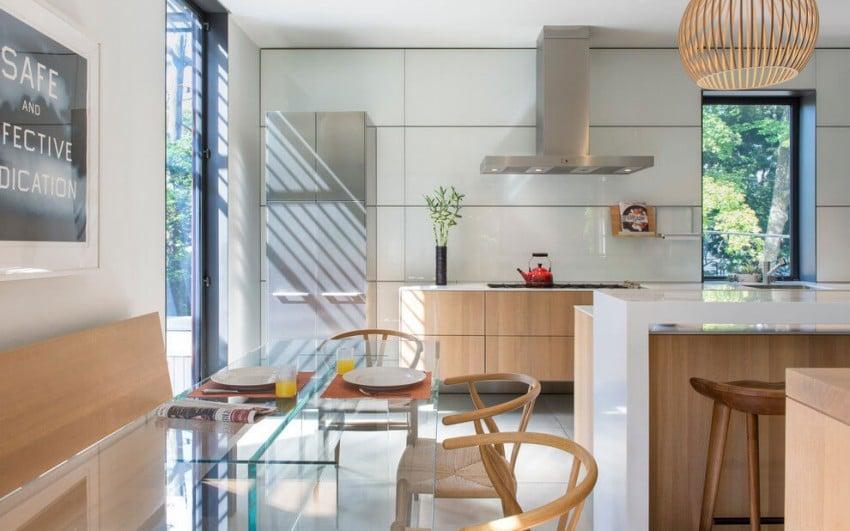 Cocina con muebles en un tono claro