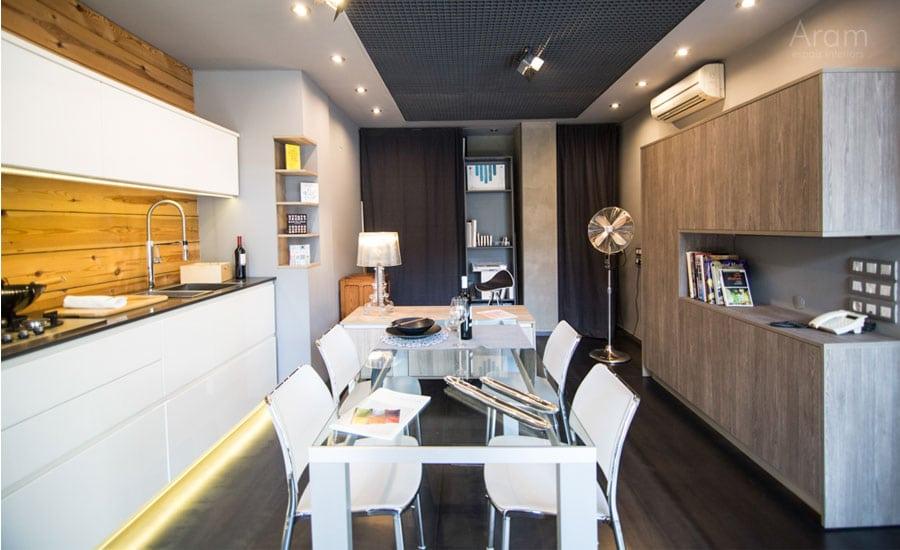 Vista general exposició cuina i office exposició Aram Interiors